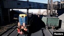 Вагони з вугіллям на шахті Холодна Балка, Макіївка. Ілюстраційне фото