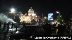 Protest ispred Skupštine Srbije u noći između 7. i 8. jula