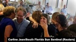 Жүлде алған South Florida Sun Sentinel газетінің ұжымы.