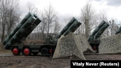 The United States says that the Russian S-400 missiles are incompatible with NATO systems. (file photo)