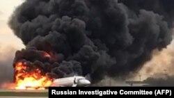 Пожар самолета «Сухой суперджет» после жесткой посадки в аэропорту «Шереметьево» в Москве. 5 мая 2019 года