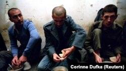 Zarobljenici u logoru Gabela, kod Čapljine u Hercegovini, oktobar 1993. godine.