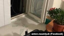 Розбите вікно в офісі адвокатів у Сімферополі, 10 грудня 2018 року