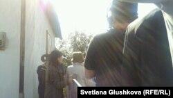 Сәрсенгүл Әшірбаеваның үйін сүру басталар сәт. Астана, 23 қыркүйек 2014 жыл.