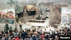 Демонтаж Берлинской стены, ноябрь 1989 года