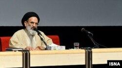 رضا تقوی میگوید که در هشت سال حاکمیت اصولگرایان در دوران محمود احمدینژاد کارهای بزرگی انجام شده است.
