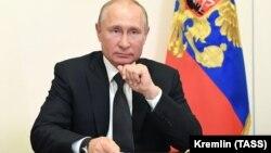 Президент России Владимир Путин в Ново-Огарево во время встречи в режиме видеоконференции с руководством и общественностью Дагестана на фоне ситуации с коронавирусом в республике