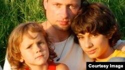 Илья Фарбер с детьми
