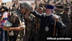 Nagorno-Karabakh - Catholicos Garegin II blesses an Armenian soldier, 8Sep2016.