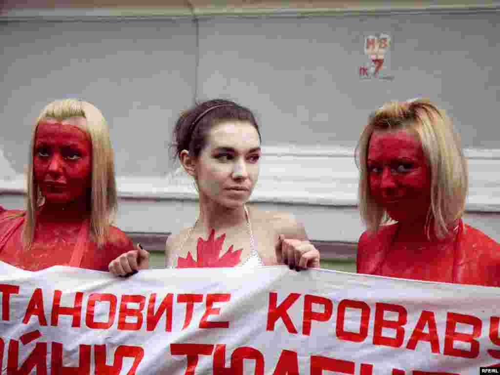 ... и обратились к Премьер-министру России Владимиру Путину с требованием запретить импорт шкур гренладского тюленя в Россию