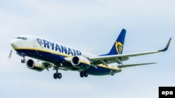 Belgium -- A Boeing 737-8AS airplane of Irish low-cost carrier Ryanair (EI-DPZ) approaches for landing at Brussels National Airport in Brussels, April 21, 2017