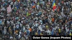 Mii de oameni s-au adunat în Piața Victoriei, la un an de la violențele de la 10 august