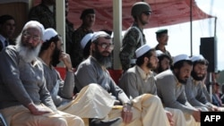 Освобожденные афганские заключенные во время передачи тюрьмы Баграм от властей США властям Афганистана. 10 сентября 2012 года.