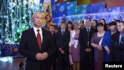 Президент России Владимир Путин обращается с новогодним посланием к нации в Хабаровске, 31 декабря 2013 года.