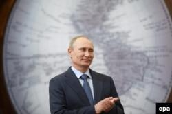 Владимир Путин награждает сотрудников Российской антарктической экспедиции. 2014 год