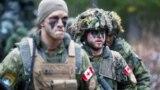 Militari canadieni, în timpul exercițiilor NATO din Letonia, 15 aprilie 2020