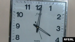 Martın 29-da saat 04:00-da saatlar 1 saat irəli çəkildi