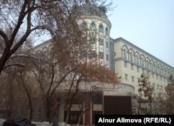 Административное здание Синьцзянского медицинского университета. Урумчи, февраль 2013 года.