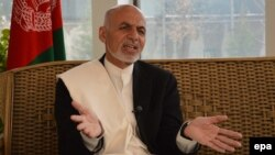 Presidential candidate Ashraf Ghani speaks to journalists in Kabul, April 2, 2014