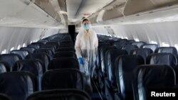 «Авіація потроху починає відновлюватися і це не може не тішити», – написав у телеграмі міністр інфраструктури Владислав Криклій