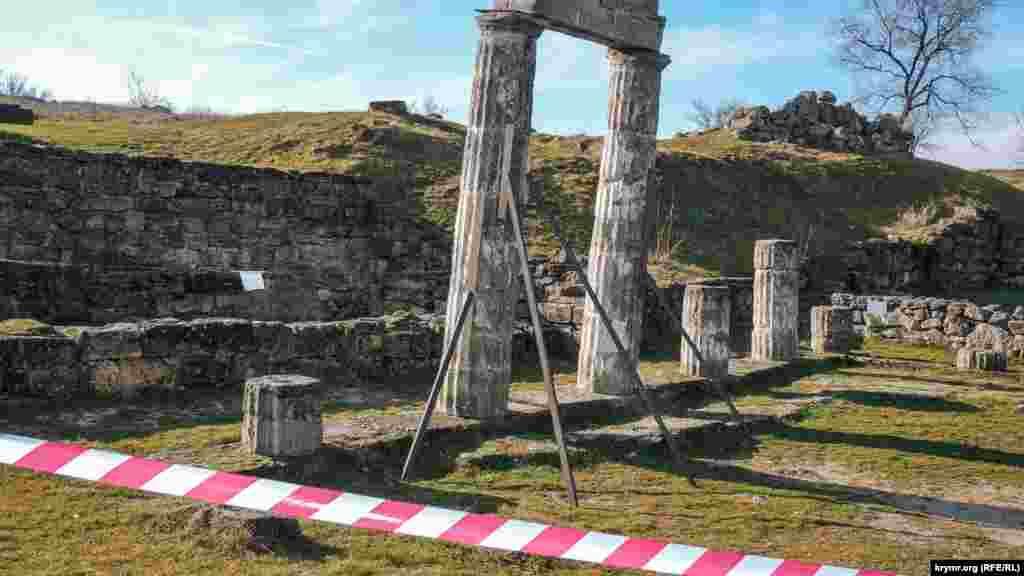 Сейчас доступ к ним, а также к античному городищу, ограничен