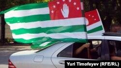 Сегодня в Абхазии праздничный нерабочий день – День Конституции. Ныне действующая Конституция Республики Абхазия была принята Верховным Советом 26 ноября 1994 года