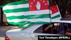 В самой Абхазии альтернатива независимости не обсуждается