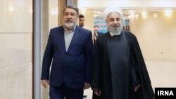 حسن روحانی در کنار وزیر کشور ایران صبح دوشنبه در ستاد انتخابات
