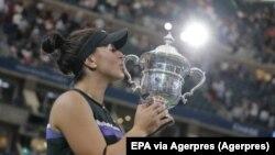 Bianca Andreescu câștigă primul titlu de Grand Slam la doar 19 ani