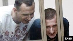 Олег Сенцов (л) і Олександр Кольченко у суді, Ростов-на-Дону, Росія, 25 серпня 2015 року