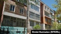 Дом в Оше по улице Курманжан-Датки, где в 2012 году произошло убийство.