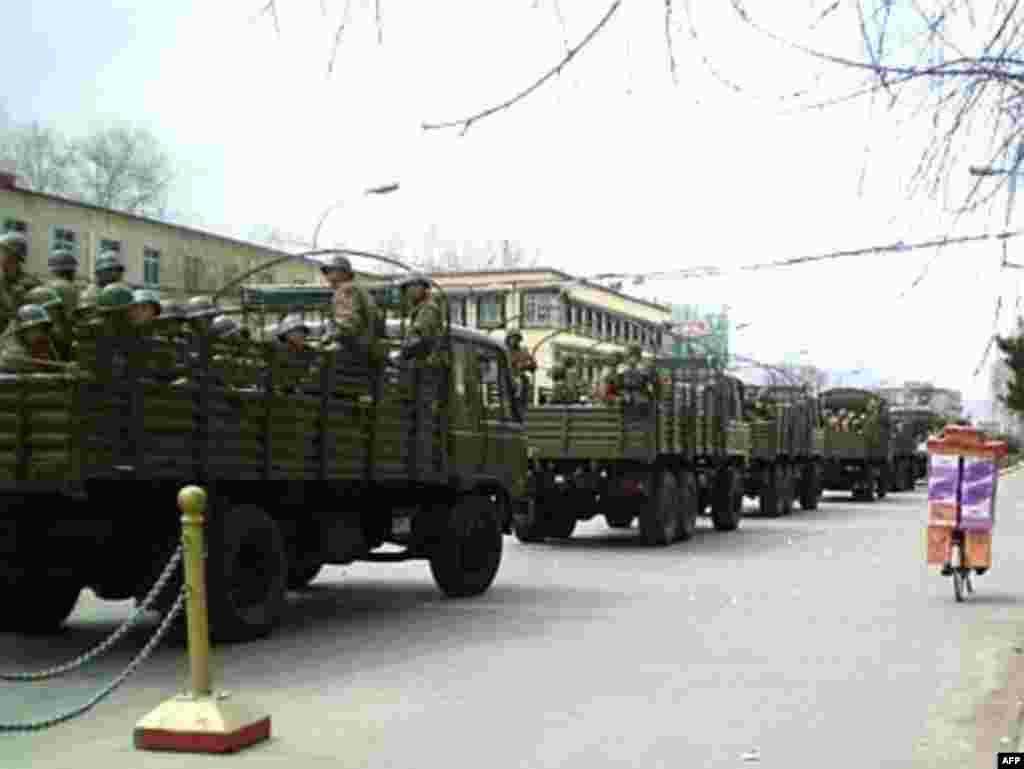Части Народно-освободительной армии Китая на пути в мятежную Лхасу.