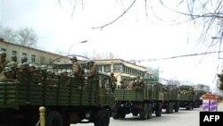 Акции протеста продолжались в административном центре Тибета Лхасе несколько дней, затем перекинулись на соседние области Китая