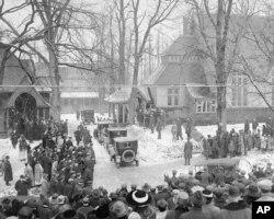 2. ეს კადრი აშშ-ის ყოფილი პრეზიდენტის, თეოდორ რუზველტის დაკრძალვას ასახავს ნიუ-იორკში, ოისტერ-ბეიში. ფოტოზე 1919 წლის 8 იანვარია.