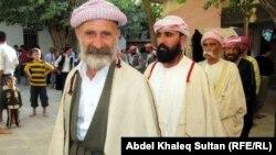 رجال دين من الايزيديين اثناء احتفال ديني