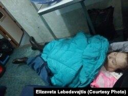 Валентина Якубова в вагоне поезда
