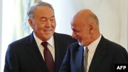 Қазақстан президенті Нұрсұлтан Назарбаев (сол жақта) Ауғанстан президенті Ашраф Ғанимен кездесу кезінде. Астана, 20 қараша 2015 жыл.