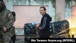 Сервер Мустафаев после заседания суда. Симферополь, 22 мая 2018 года
