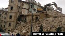 Обвалившееся при сносе здание по проспекту Гейдара Алиева, 25 января 2014