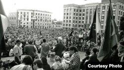 90нчы елларда Казанда урам җыены (архив фотосы)