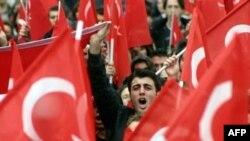 گفته می شود که هدف عمده گروه های تروریستی تغيير نظام سکولار ترکيه به يک نظام اسلامی از طريق خشونت آميز است.