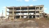 Не всі потерпілі отримали обіцяну державою компенсацію, а деякі люди продовжують жити в напівзруйнованих будинках