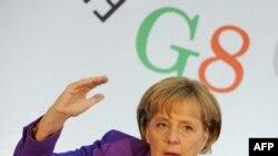 سخنگوی دولت آلمان: تبریک گفتن به احمدی نژاد برای آنگلا مرکل قابل تصور نیست.