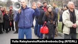 Проросійські активісти поруч із Дніпропетровською облдержадміністрацією, 7 квітня 2014