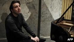 Пианист Фазыл Сай. Париж, 9 февраля 2010 года.