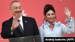 Азербайжандын президенти Илхам Алиев жана жубайы, биринчи вице-президент Мехрибан Алиева, 2017-жыл.