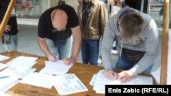 Skupljanje potpisa za još jedan referendum, ilustrativna fotografija