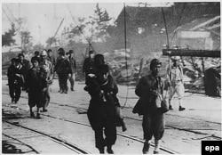 Выжившие в ходе бомбардировки Нагасаки, август 1945 г.