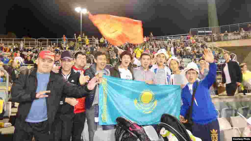 Сборную команду из Кыргызстана поддерживали и граждане Казахстана, проживающие в Австралии.