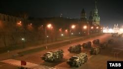 După o repetiție a paradei militare la Moscova, aprilie 2009